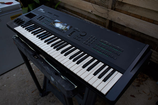 For Sale – Yamaha SY-77 synthesizer thumbnail